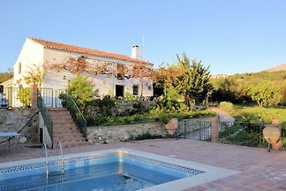 Bequemes Cottage in Periana mit Schwimmbad
