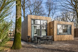 Moderne Hütte im Grünen, mit Kombi-Mikrowelle