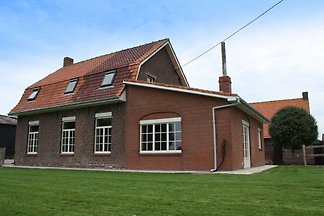 Uriges Ferienhaus mit eigenem Garten in...