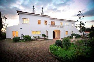 Fantastique villa avec piscine située à Lagos...