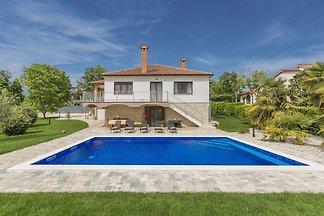 Ferienhaus mit privatem Pool und Garten in No...