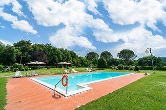 Schöner Bauernhof mit Pool in Bucine
