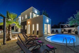 Moderne Villa in Zaton mit Swimmingpool