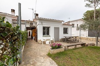 Gemütliches Ferienhaus in L'Escala mit Garten