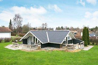Ruhiges Ferienhaus mit überdachter Terrasse i...