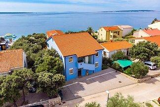 Ferienhaus am Meer in Mandre mit Grill