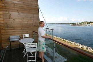 Geräumiges Ferienhaus mit Terrasse in Stege