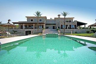 Luxuriöses Landhaus auf einem prächtigen Anwe...