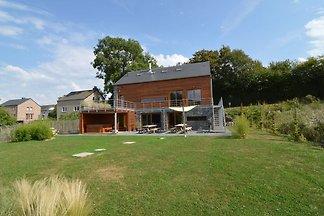 Przestronny dom z ładnym przytulnym wnętrzu