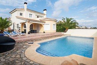 Schöne 4 P.- Villa mit eigenem Pool und...