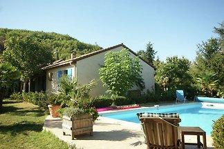 Schönes Ferienhaus mit Swimmingpool in Espère
