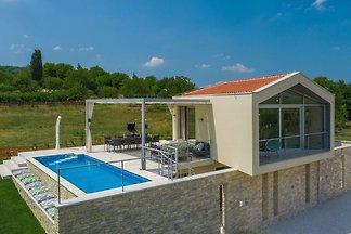 Schöne und moderne Villa mit Pool für 9 Perso...