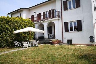 Piacevole casa per vacanze, con giardino di...