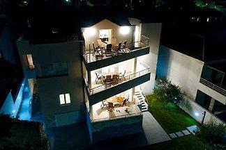 Moderne Villa in Nin mit Terrasse