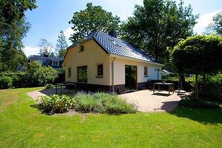 Luxuriöse Villa mit Geschirrspüler in der Nat...