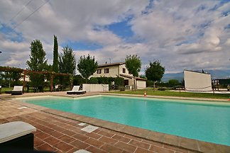 SpaciousHoliday Home in Foligno with Pool