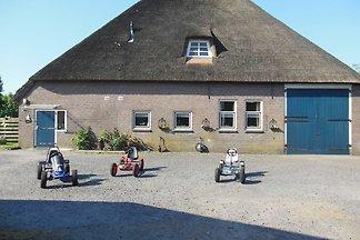 Geräumiges Bauernhaus im ruhigen Dorf Arum in...
