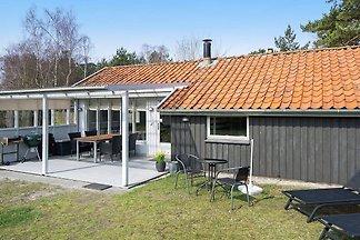 Gemütliches Ferienhaus in Nexø nahe des Stran...