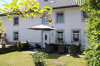 Geräumiges Ferienhaus mit eigenem Garten in d...