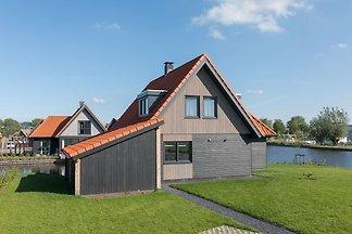 Moderne watervilla met drie badkamers, bij de...