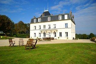 Denkmalgeschütztes Schloss in Asnières mit...