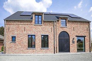 Herrliches Ferienhaus in Ronse mit Terrasse