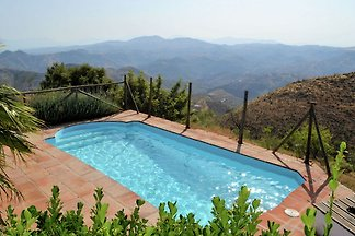 Ferienhaus mit Bergblick in Almogía