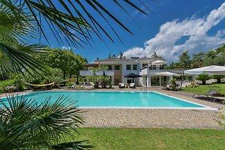 Luxuriöse Villa in Pesaro mit Garten