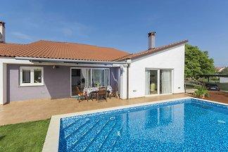 Wunderschöne, moderne Villa mit Pool und Gart...