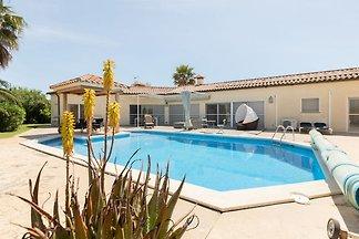 Luxusvilla in Vilacolum mit Schwimmbad