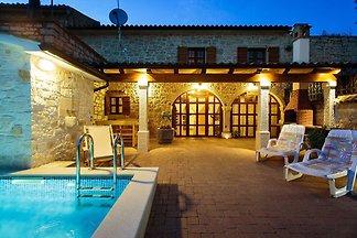 Komfortables Ferienhaus in Vrsar mit Pool