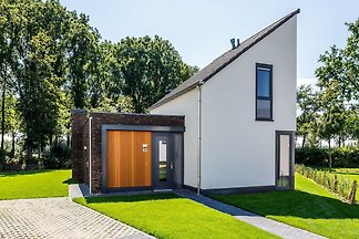 Luxuriöse Wellness-Villa mit offenem Kamin in...