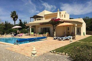 Belle villa à Santa Bárbara de Nexe avec pisc...