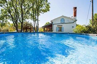 Ferienhaus auf dem Land mit Terrasse und Gart...