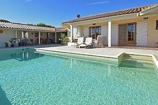 Luxuriöse Villa mit Pool in...