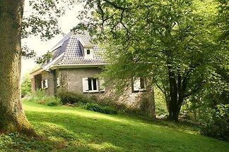 Gemütliches Ferienhaus in Falaën mit Terrasse