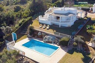 Superior villa in Albufeira with spacious gar...