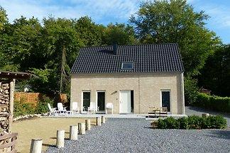 Geräumiges Ferienhaus mit Terrasse in...