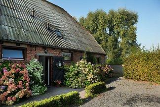 Malerisches Bauernhaus in Eede mit Blick auf ...