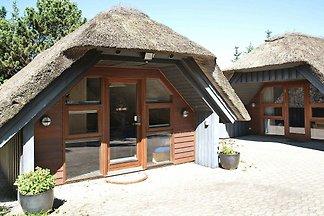 Geräumiges Ferienhaus in Sondervig mit Sauna