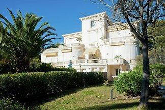 Schöne Wohnung in Bel Epoque Villa mit Pool u...