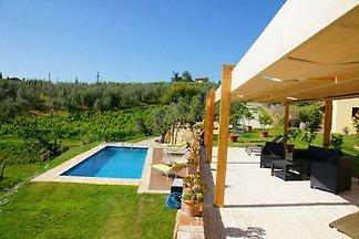Schönes Ferienhaus in Vinci mit Swimmingpool