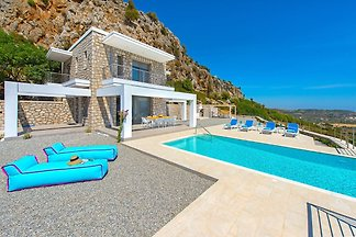 Schöne neue Luxusvilla mit Überlaufpool, Auße...