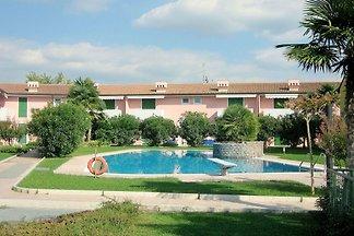 Moderna casa vacanze a Lazise con piscina in...
