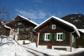 Gemütliches Ferienhaus in Skigebietnähe in Sa...