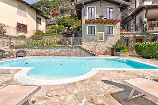 Modernes Ferienhaus mit Swimmingpool in...