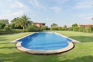Moderne Villa in Navata Spanien mit...