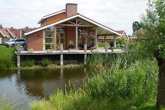 Villa espaciosa en Biddinghuizen cerca de la...