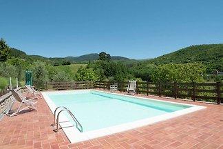 Moderne Villa mit Swimmingpool in Stia