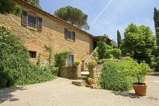 Plush Villa in Cortona with Pool & Mountain...